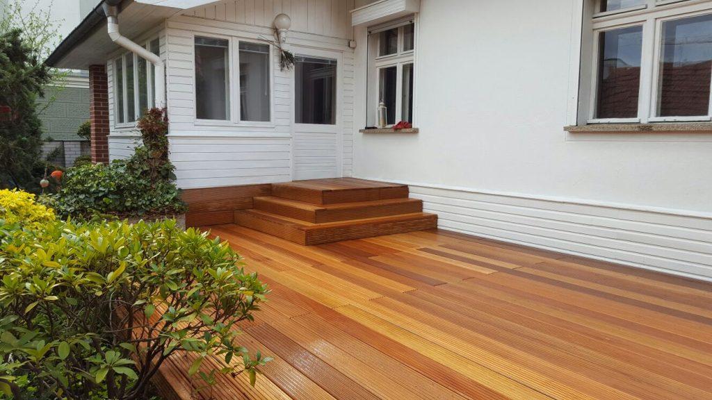 Garten und Landschaftsbau Berlin Brandenburg - Gartengestaltung in Ihrer Nähe - Holz Terrasse Bau