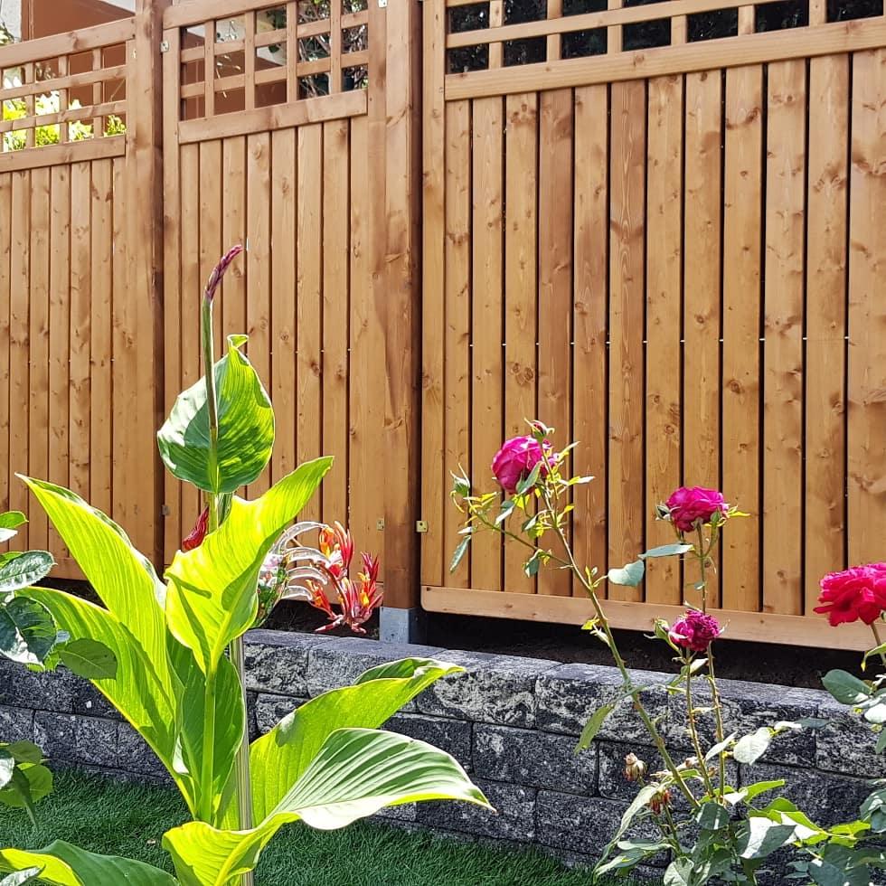 Garten und Landschaftsbau Berlin Brandenburg - Gartengestaltung in Ihrer Nähe - Zaun Bau Holz Sichtschutz
